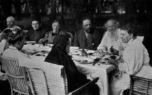 Tolstoy family gathering, 1905; Tchertkov to Tolstoy's right; photographer unknown.
